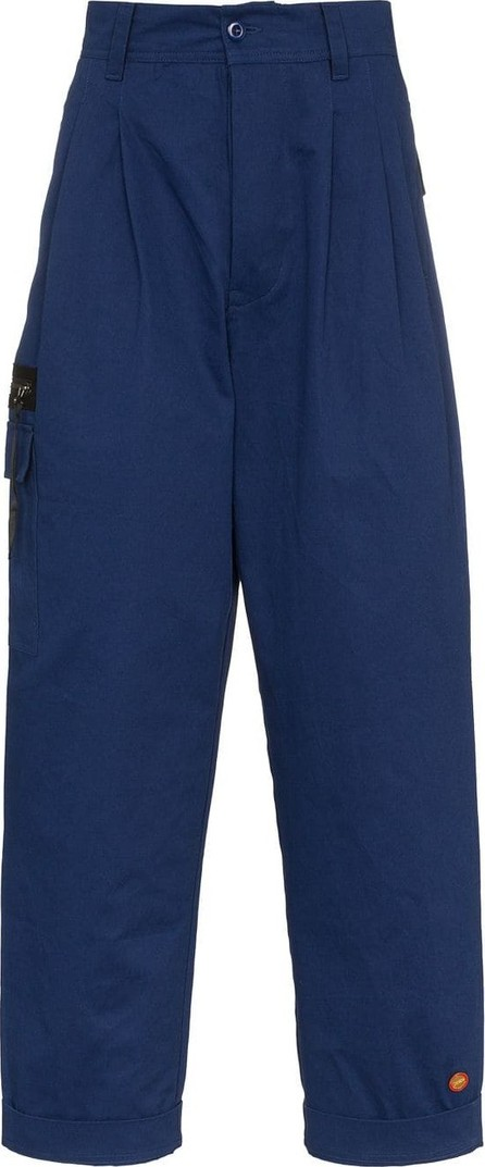 032c Pleated cargo pocket cotton trousers