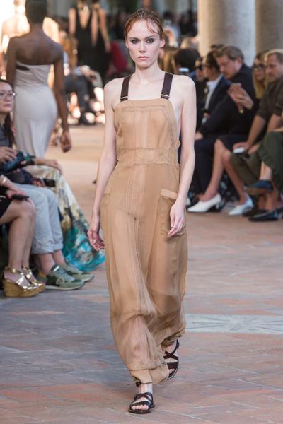 Alberta Ferretti Spring 2018 Ready-to-Wear - Look #17