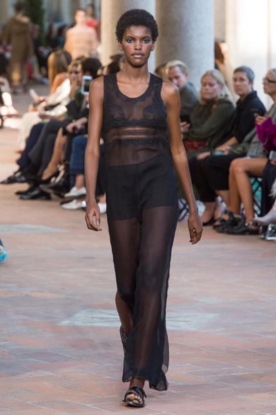 Alberta Ferretti Spring 2018 Ready-to-Wear - Look #21