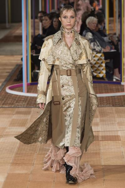 Alexander McQueen Spring 2018 Ready-to-Wear - Look #1