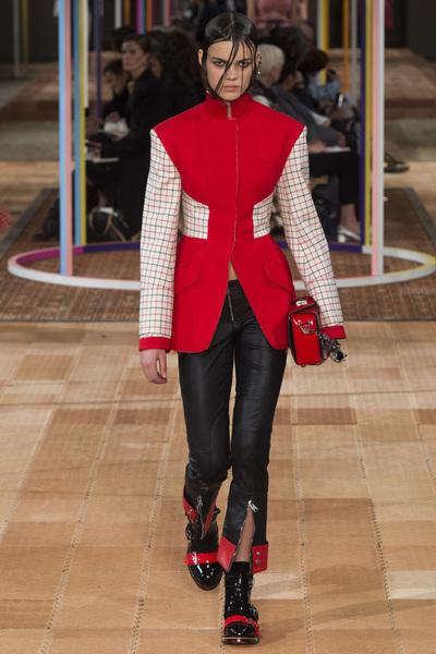Alexander McQueen Spring 2018 Ready-to-Wear - Look #15