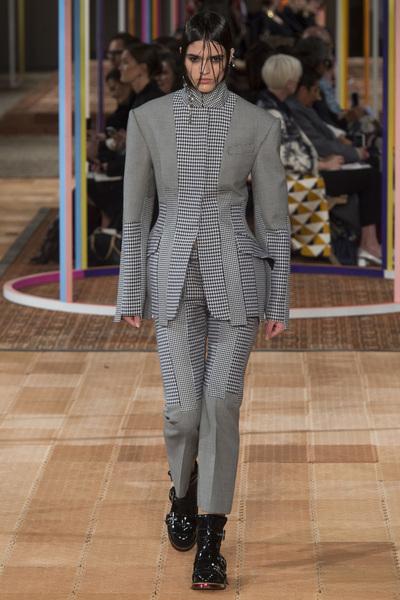 Alexander McQueen Spring 2018 Ready-to-Wear - Look #25
