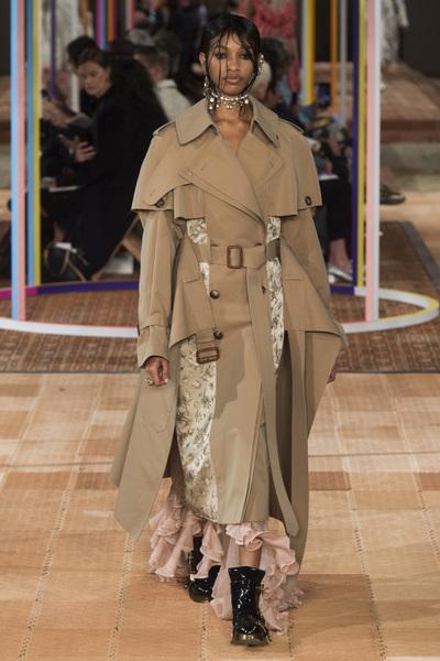 Alexander McQueen Spring 2018 Ready-to-Wear - Look #3