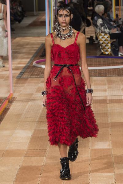 Alexander McQueen Spring 2018 Ready-to-Wear - Look #32