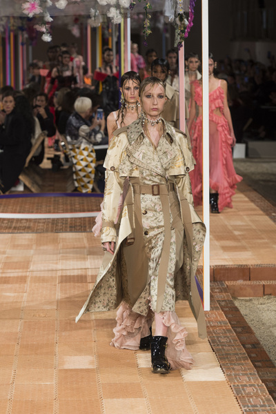 Alexander McQueen Spring 2018 Ready-to-Wear - Look #47