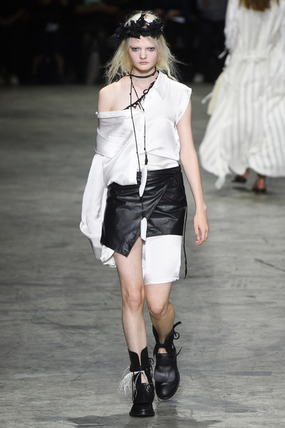 Ann Demeulemeester Spring 2018 Ready-to-Wear - Look #15