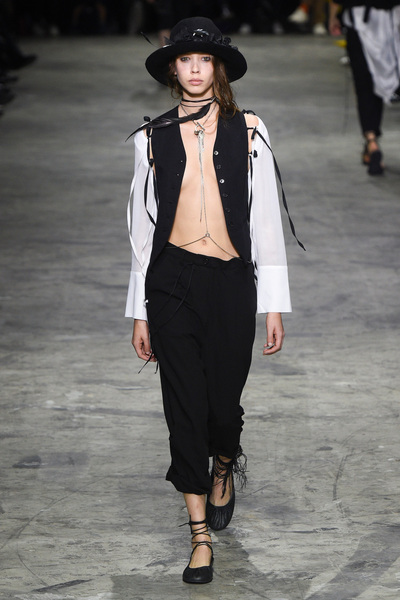 Ann Demeulemeester Spring 2018 Ready-to-Wear - Look #20