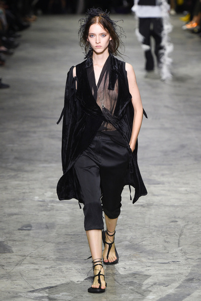Ann Demeulemeester Spring 2018 Ready-to-Wear - Look #22