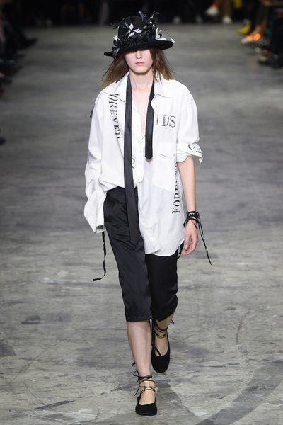 Ann Demeulemeester Spring 2018 Ready-to-Wear - Look #3