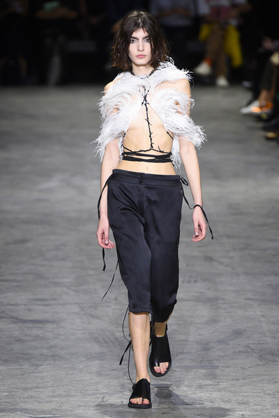 Ann Demeulemeester Spring 2018 Ready-to-Wear - Look #5