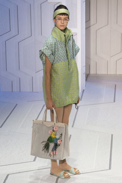 Anya Hindmarch Spring 2018 Ready-to-Wear - Look #14