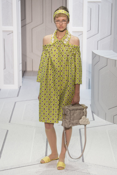 Anya Hindmarch Spring 2018 Ready-to-Wear - Look #2