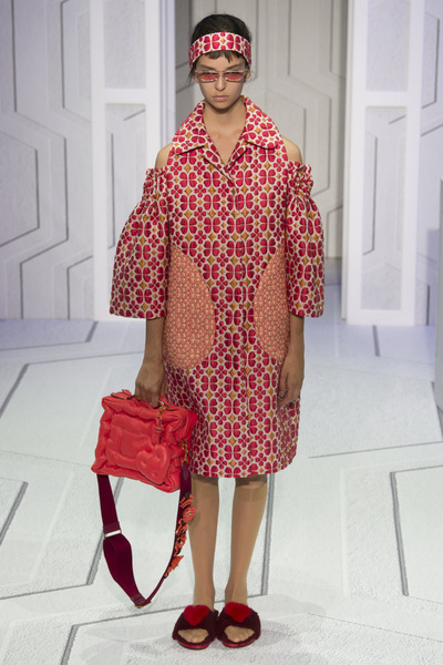 Anya Hindmarch Spring 2018 Ready-to-Wear - Look #39
