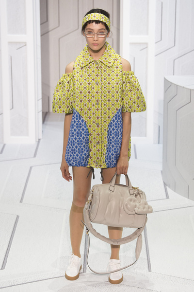 Anya Hindmarch Spring 2018 Ready-to-Wear - Look #4