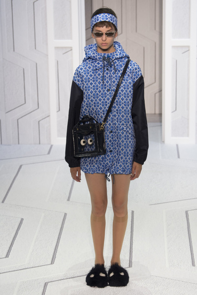 Anya Hindmarch Spring 2018 Ready-to-Wear - Look #6