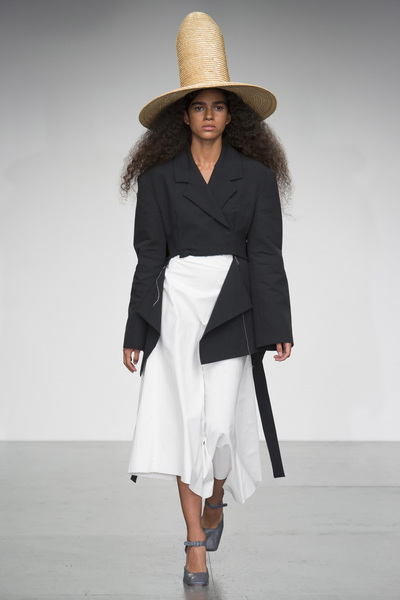 A.W.A.K.E Spring 2018 Ready-to-Wear - Look #17