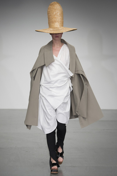 A.W.A.K.E Spring 2018 Ready-to-Wear - Look #42