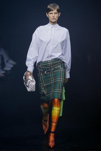 Balenciaga Spring 2018 Ready-to-Wear - Look #1