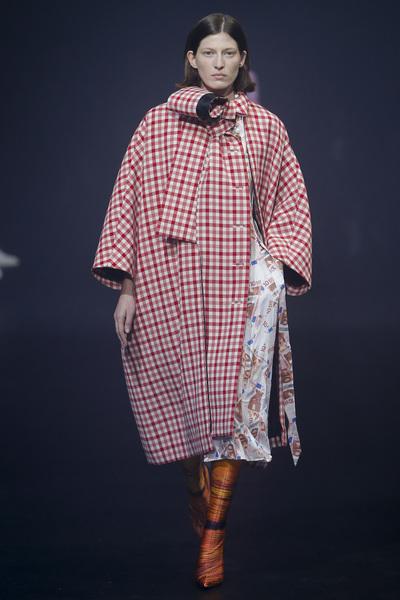 Balenciaga Spring 2018 Ready-to-Wear - Look #12
