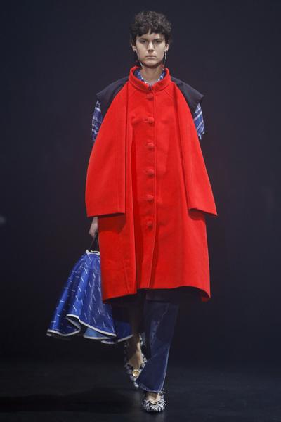 Balenciaga Spring 2018 Ready-to-Wear - Look #22