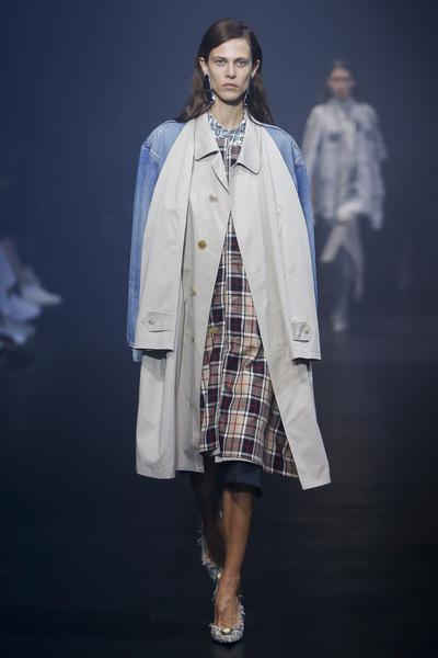 Balenciaga Spring 2018 Ready-to-Wear - Look #27