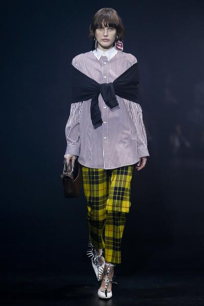 Balenciaga Spring 2018 Ready-to-Wear - Look #3