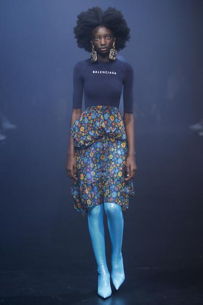 Balenciaga Spring 2018 Ready-to-Wear - Look #54