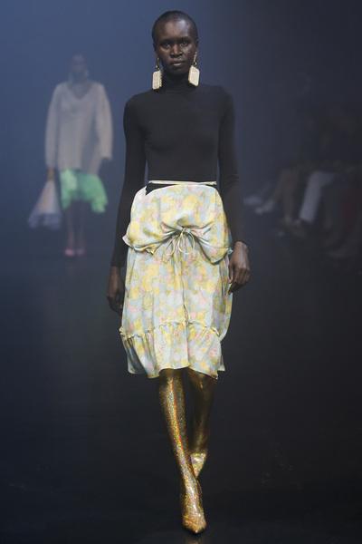 Balenciaga Spring 2018 Ready-to-Wear - Look #56