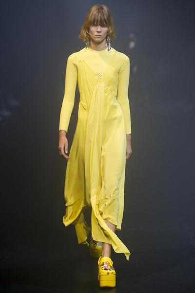 Balenciaga Spring 2018 Ready-to-Wear - Look #62