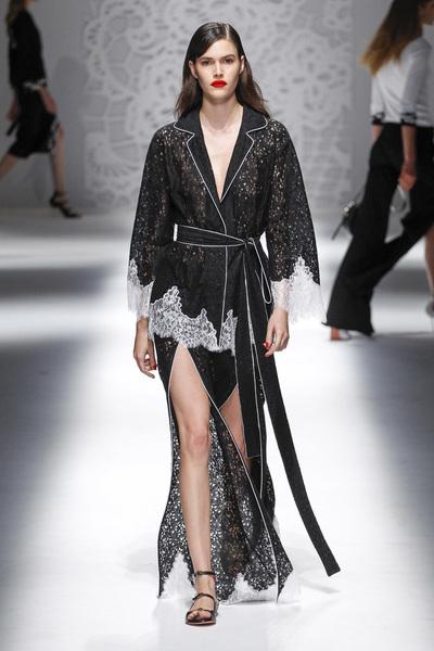 Blumarine Spring 2018 Ready-to-Wear - Look #11