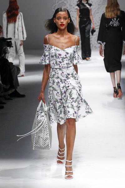 Blumarine Spring 2018 Ready-to-Wear - Look #17