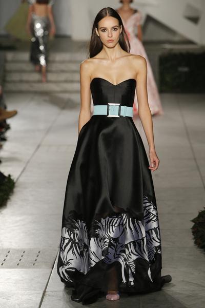 Carolina Herrera Spring 2018 Ready-to-Wear - Look #39