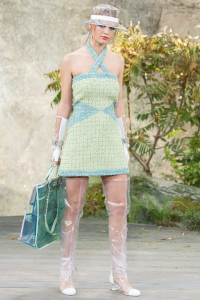 CHANEL Spring 2018 Ready-to-Wear - Look #11