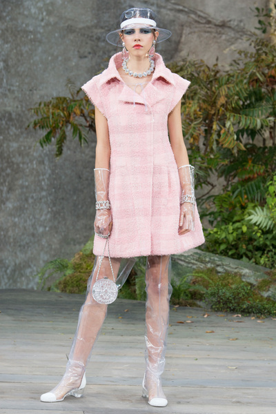 CHANEL Spring 2018 Ready-to-Wear - Look #13
