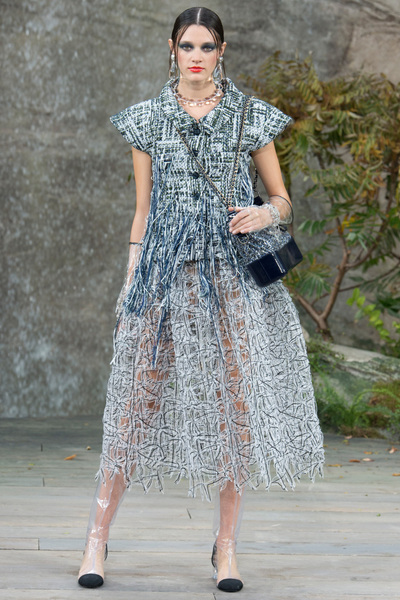 CHANEL Spring 2018 Ready-to-Wear - Look #15