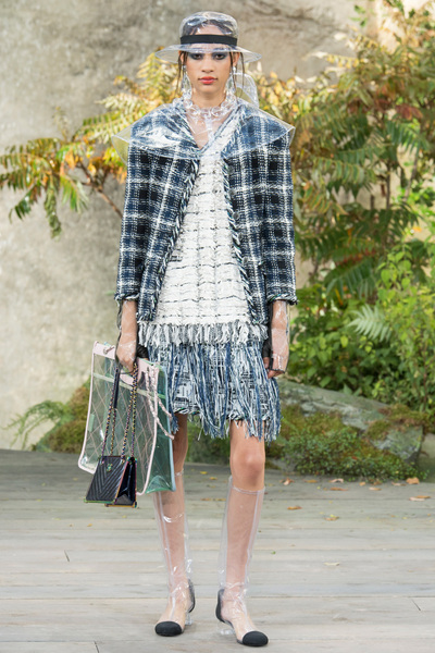 CHANEL Spring 2018 Ready-to-Wear - Look #16