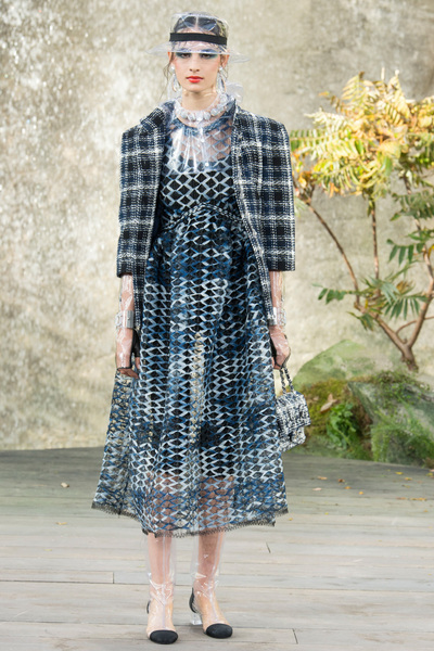 CHANEL Spring 2018 Ready-to-Wear - Look #19