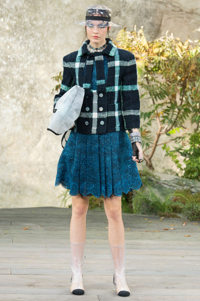 CHANEL Spring 2018 Ready-to-Wear - Look #20