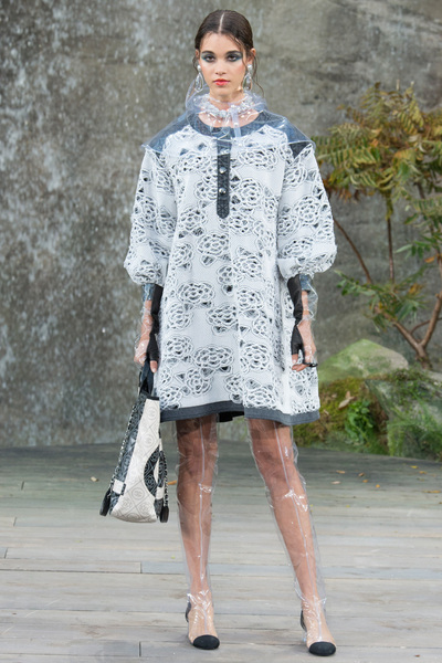 CHANEL Spring 2018 Ready-to-Wear - Look #27