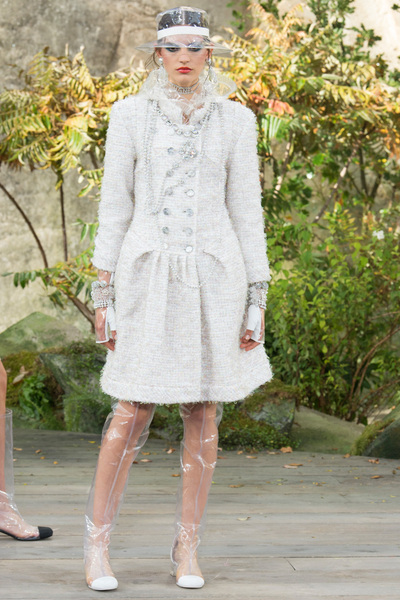 CHANEL Spring 2018 Ready-to-Wear - Look #40