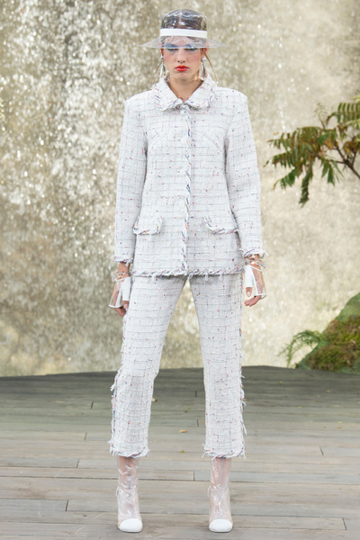 CHANEL Spring 2018 Ready-to-Wear - Look #41