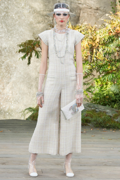 CHANEL Spring 2018 Ready-to-Wear - Look #43