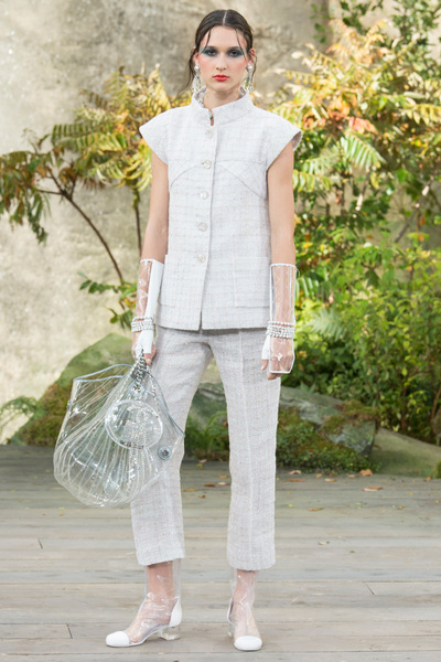 CHANEL Spring 2018 Ready-to-Wear - Look #44