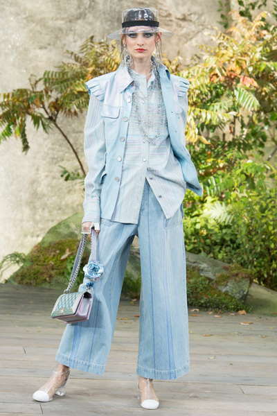 CHANEL Spring 2018 Ready-to-Wear - Look #50