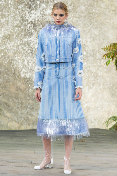 CHANEL Spring 2018 Ready-to-Wear - Look #52
