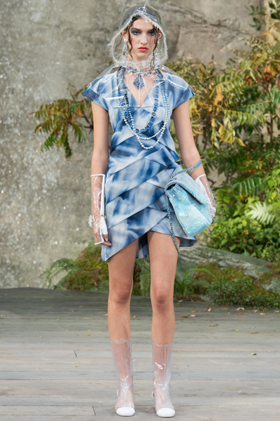 CHANEL Spring 2018 Ready-to-Wear - Look #54
