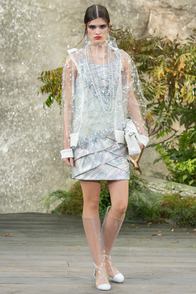 CHANEL Spring 2018 Ready-to-Wear - Look #77