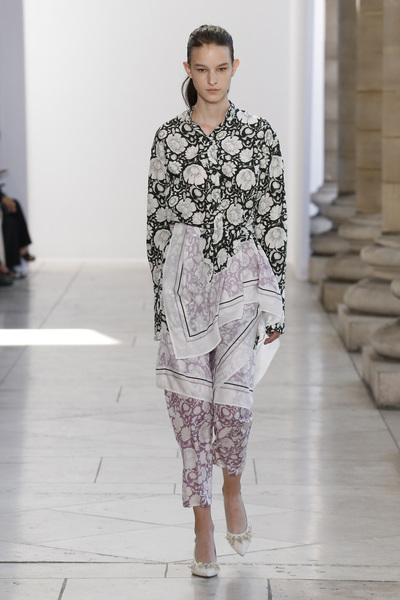 Christian Wijnants Spring 2018 Ready-to-Wear - Look #1