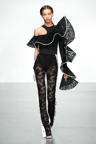 David Koma Spring 2018 Ready-to-Wear - Look #24