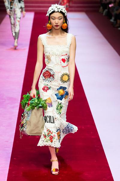 Dolce & Gabbana Spring 2018 Ready-to-Wear - Look #32